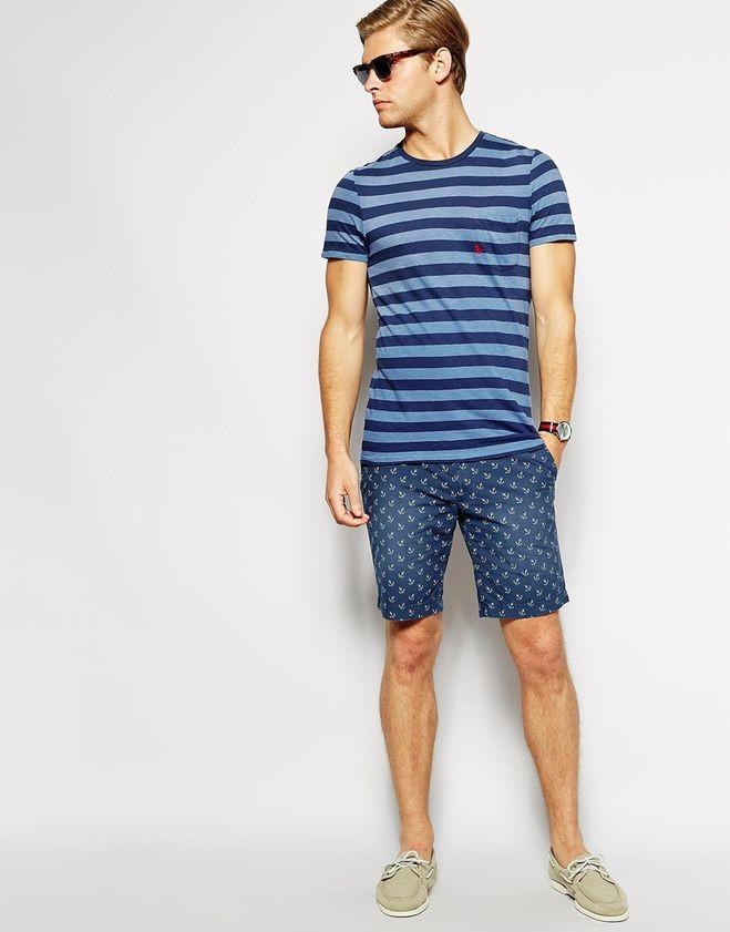 джинсовые шорты с полосатой футболкой