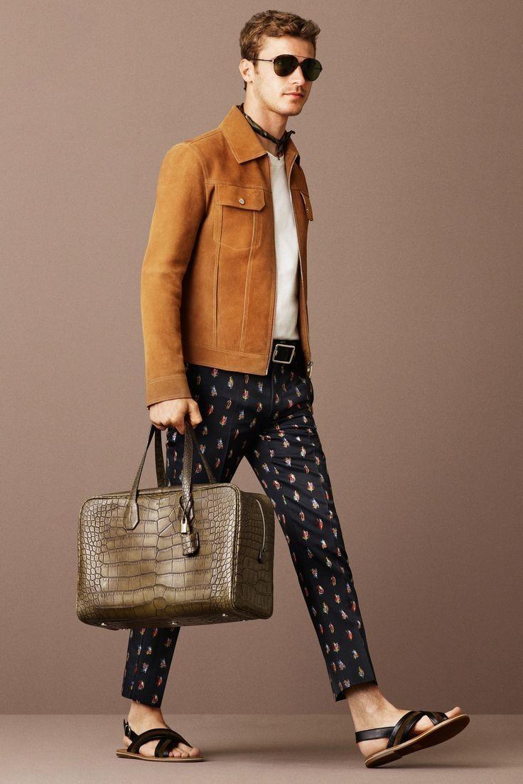 коричневая куртка и брюки в горошек