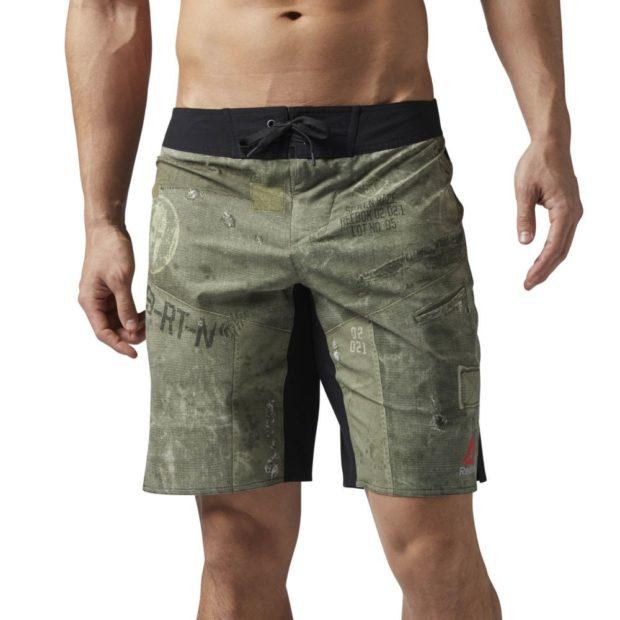 зеленые шорты в принт