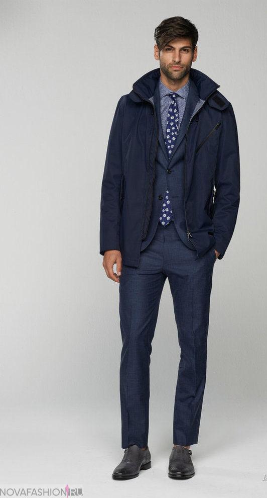 куртка синего цвета, и брюки синие