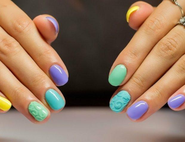 маникюр на короткие ногти цветной