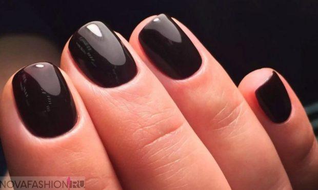 маникюр на короткие ногти черный