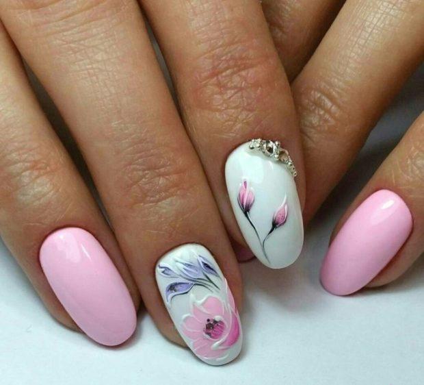 миндальная форма ногтей маникюр розовый с белым