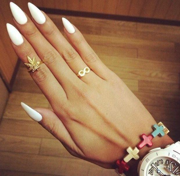 вытянутая форма ногтя белый маникюр