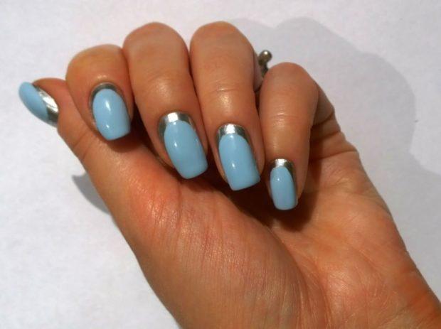 лунный маникюр голубой с серебром