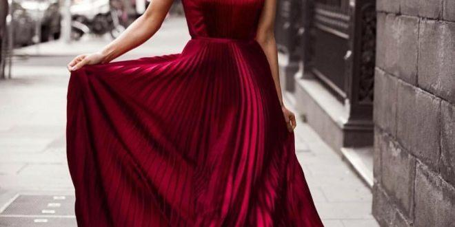 длинное клешное платье цвета марсала