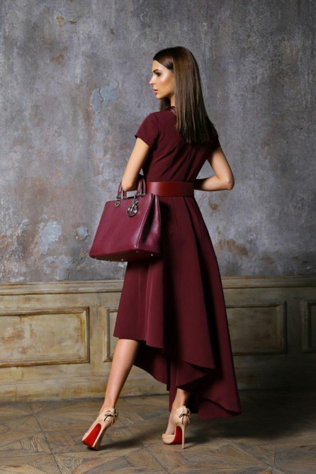 асимметричное платье цвета марсала и сумка