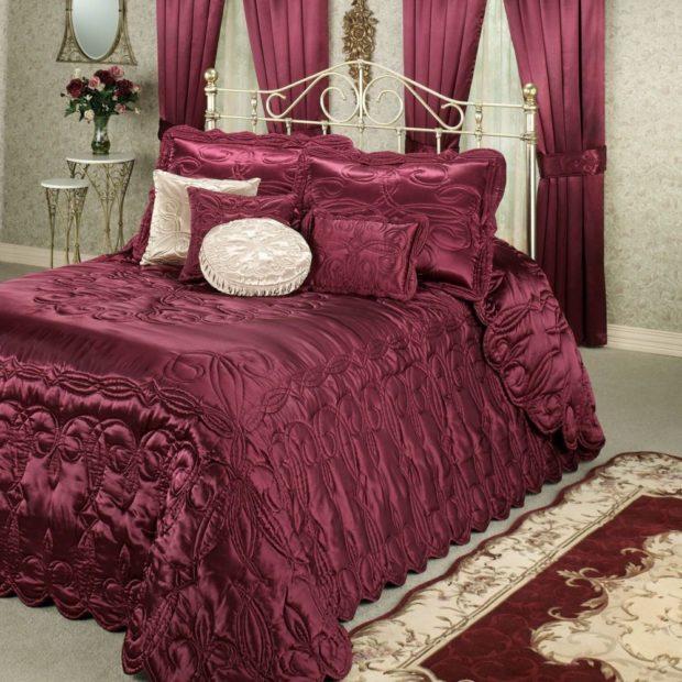 постельные принадлежности цвета марсала