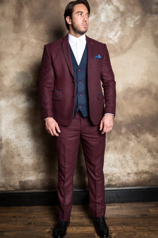 классический мужской костюм цвета марсала