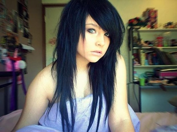 стрижка Треш на длинные волосы с косой челкой классический вариант