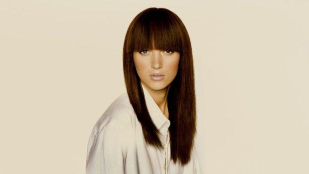 женские стрижки на длинные волосы: ровная челка