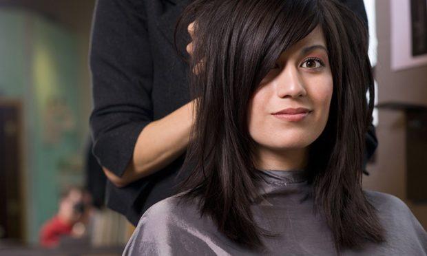 длинная женская прическа: боб с косой длинной челкой