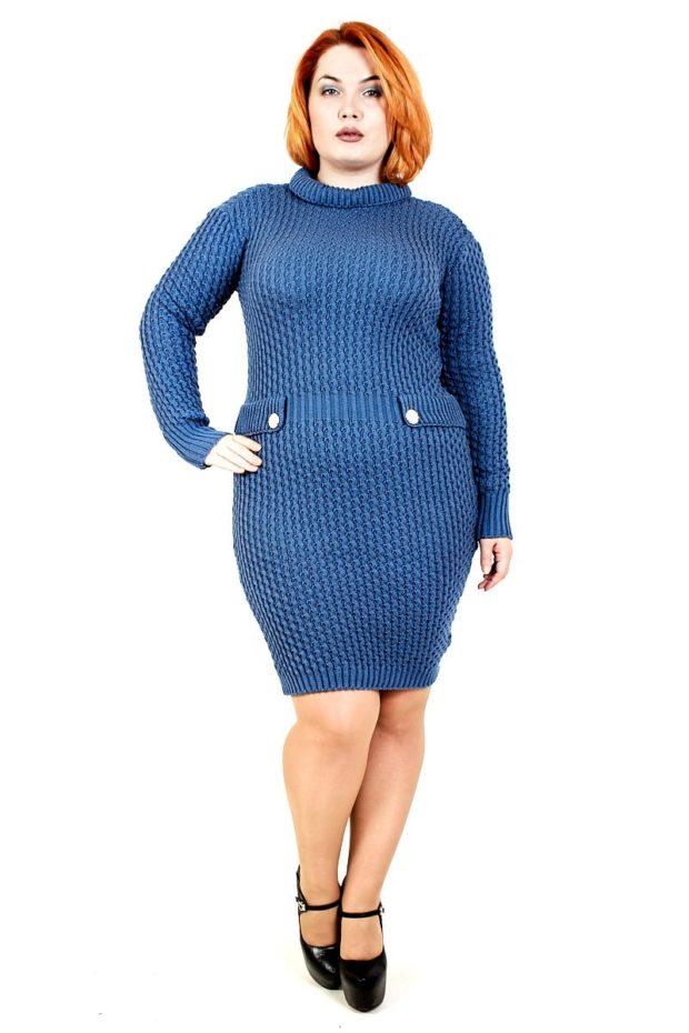 платья полным женщинам: вязаное синего цвета миди
