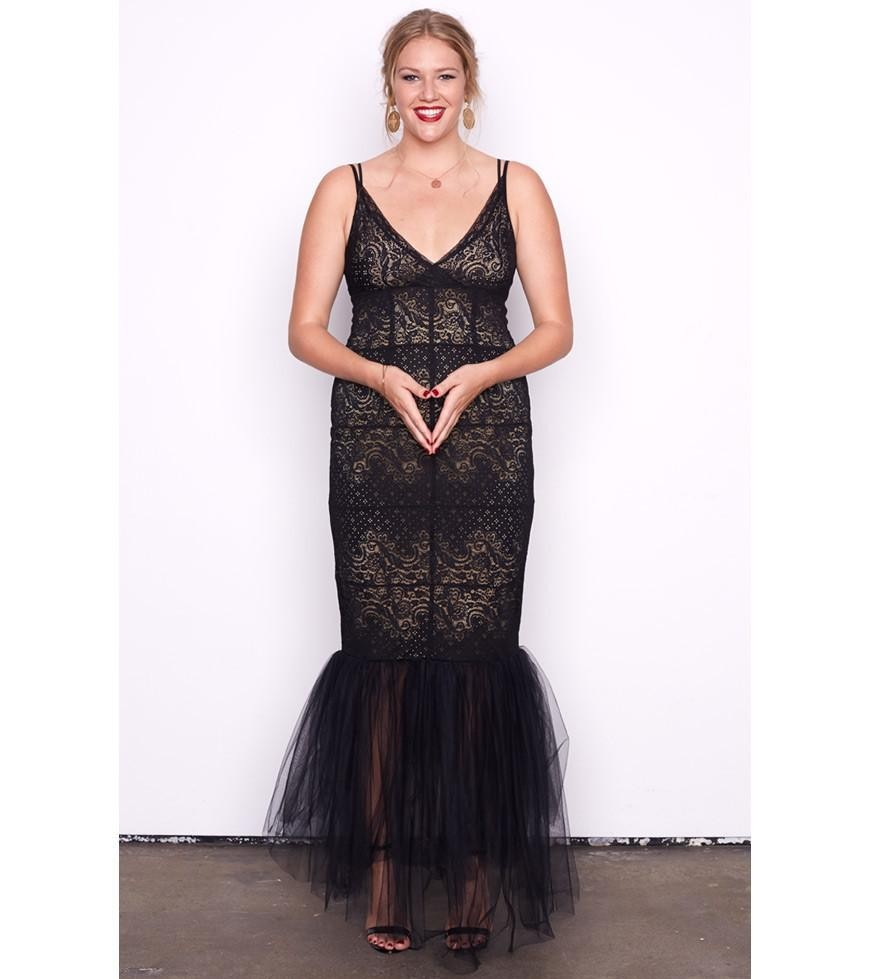 черное платье с открытыми плечами для полных