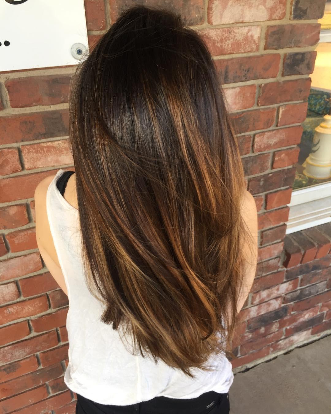 шатуш на прямые волосы: вид сзади