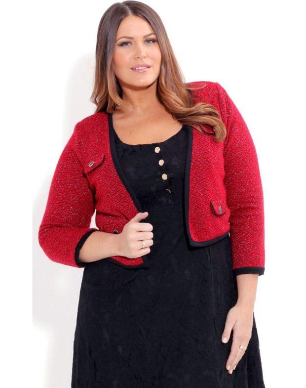 черное платье под красный жакет