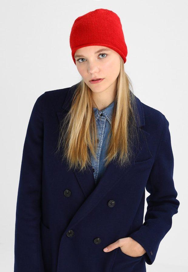 вязаные шапки осень-зима 2019-2020: красная