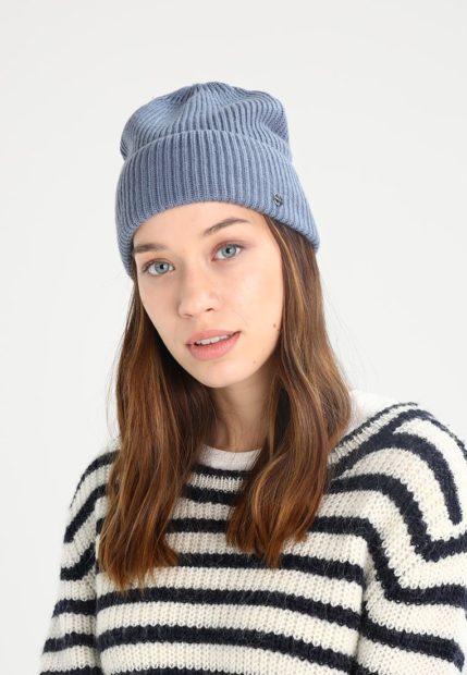 вязаные шапки: голубая без помпона