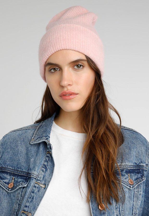 женские вязаные шапки: бини розовая