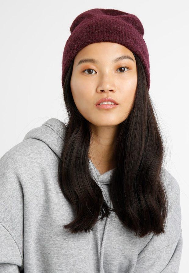 женские вязаные шапки: бини бордовая