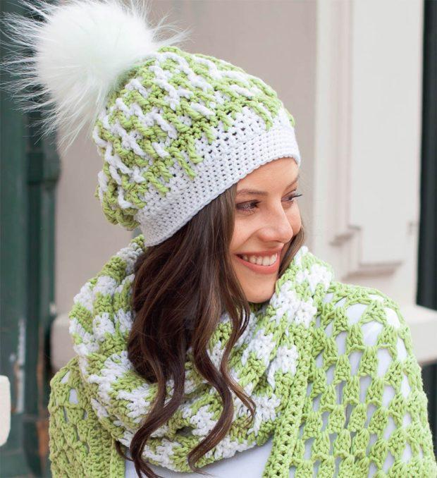 модные вязаные шапки: комплект зеленый