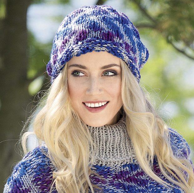 женские шапки вязаные: объемная синяя