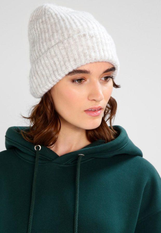 женские шапки вязаные: из Италии белая