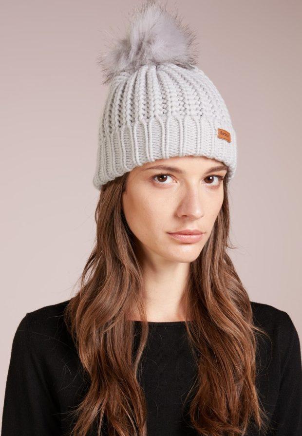 женские шапки вязаные: из Италии белая меховой помпон