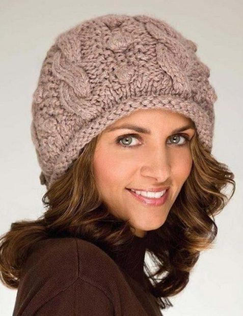 шапки вязаные женские: для женщин 50 лет бежевая