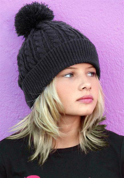 вязаные шапки 2018 2019: для девочек черная
