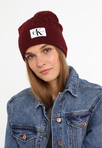 шапки вязаные женские осень зима 2018 2019: с отворотом бордовая