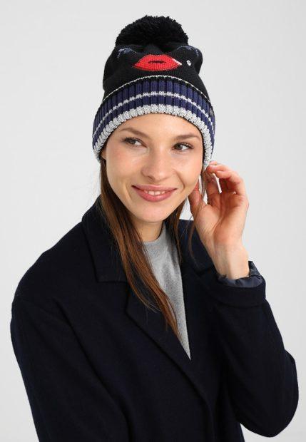 шапки вязаные женские зима 2018 2019: с красными губами