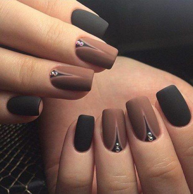 маникюр коричневый с черным
