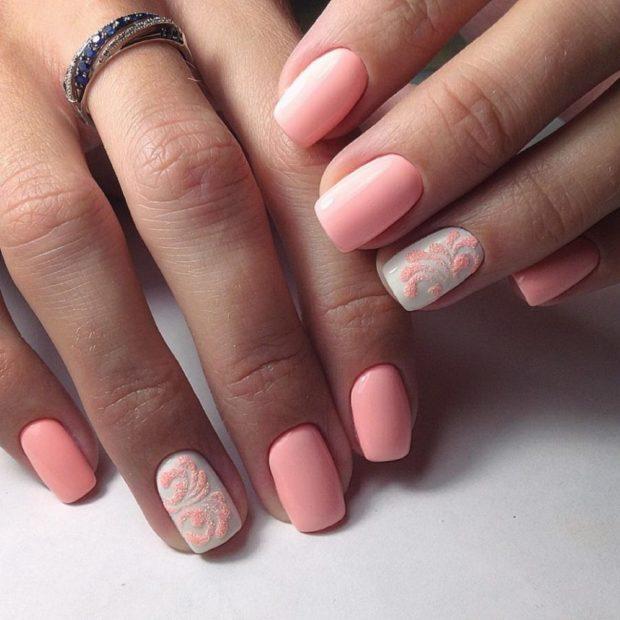 Маникюр с гель-лаком розовый
