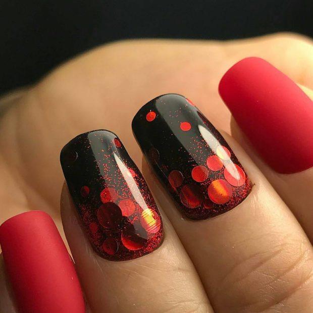 Маникюр на зиму красный