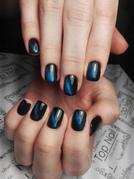 Маникюр на зиму синий