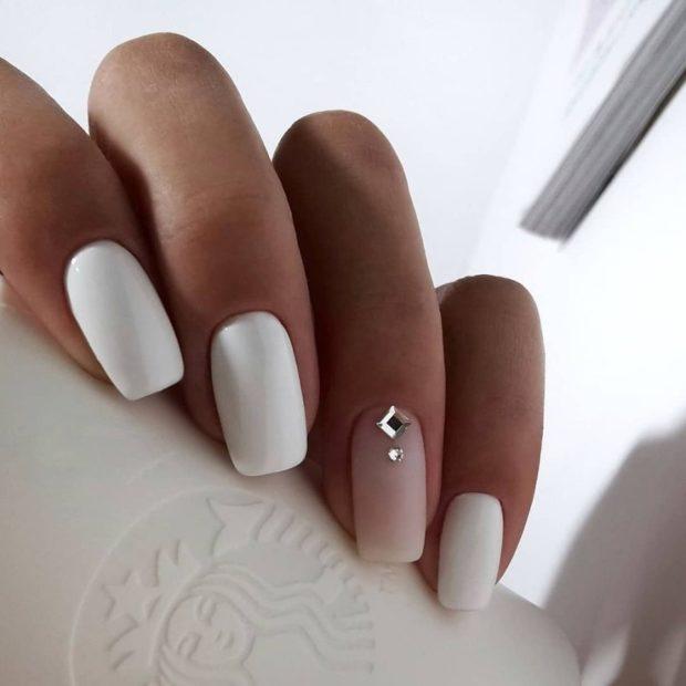 Маникюр белого цвета