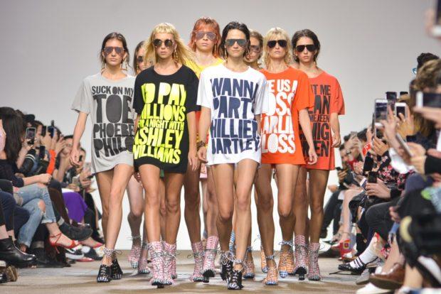 Посмотрите - Женские футболки – самые модные и стильные модели на любой вкус видео